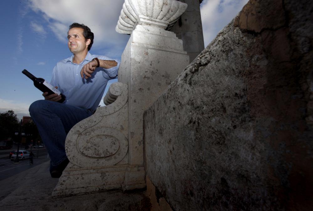 Valencia 26 11 2009 VLC Enologia , Vinos , Entrevista a Miguel Velazquez empresario de las Bodegas Los Frailes , de la zona de Fontanars del Aforins . Vino Trilogia . EN LA IMAGEN: © 2009/photo : Vicent Bosch