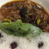 Meloso de ternera con langostinos y sopita de gorgonzola.