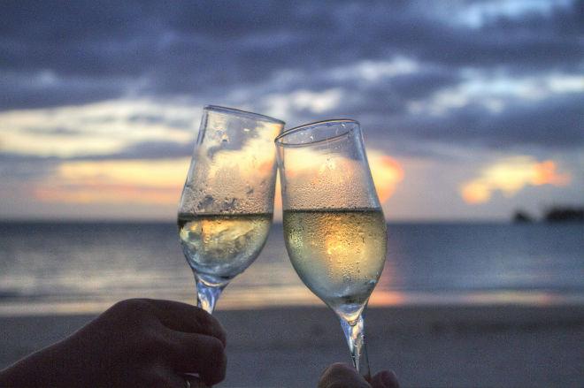 copas-vino-blanco-playa