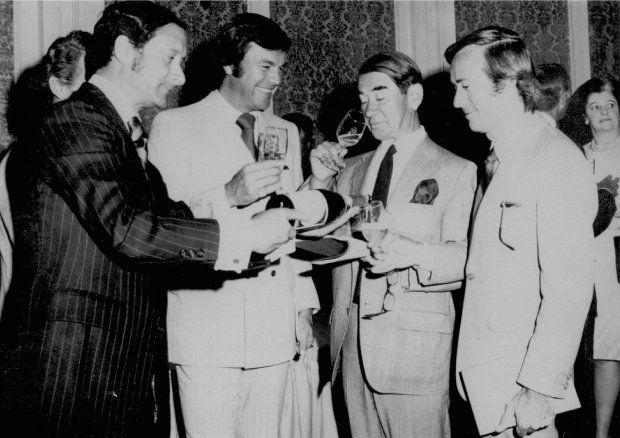 Jean Leon con Frank Sinatra y Joe DiMaggio.